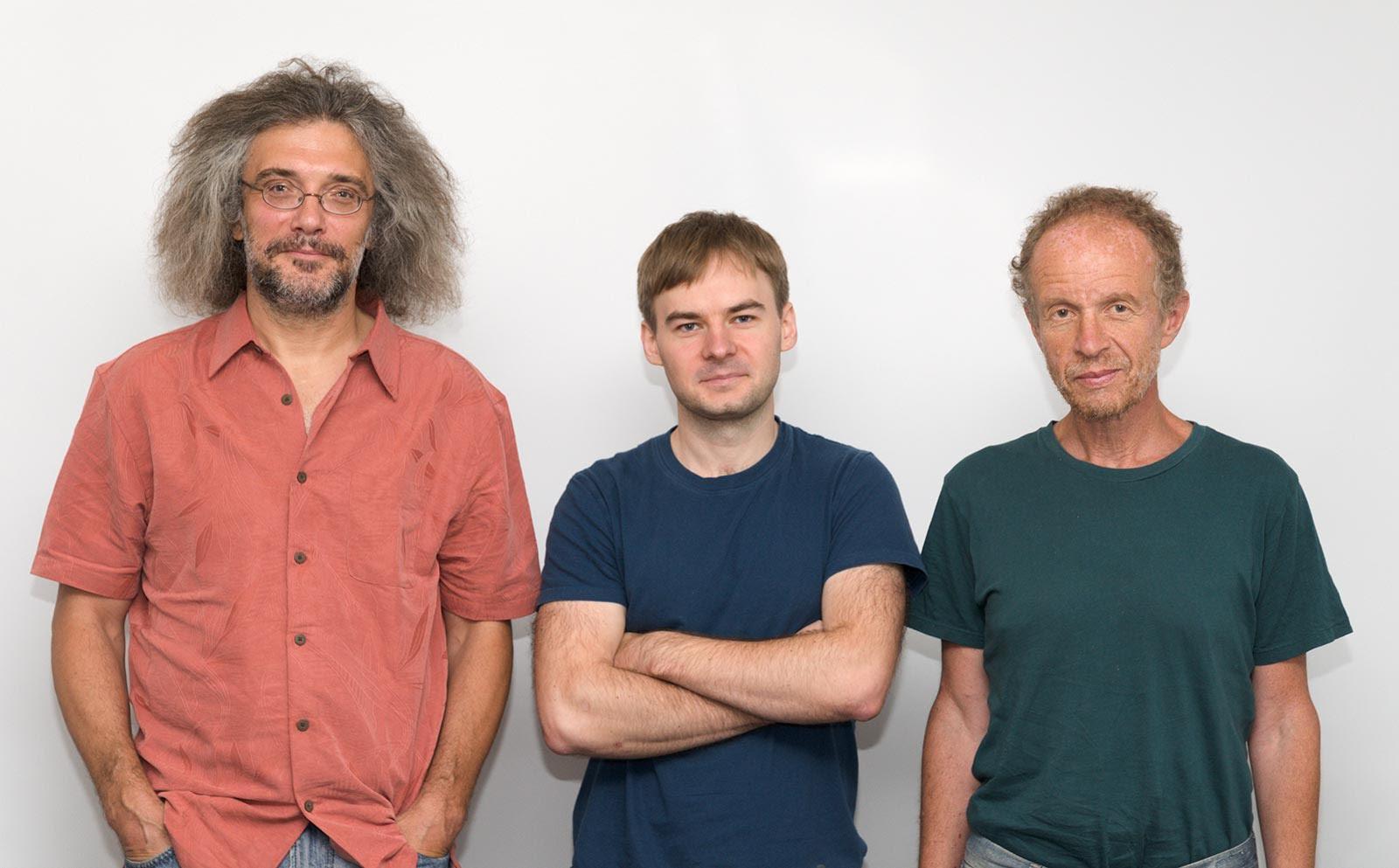 Сергей Шмаков (посередине) и его научные руководители Константин Северинов (слева) и Евгений Кунин (справа). Фото с сайта Сколтеха